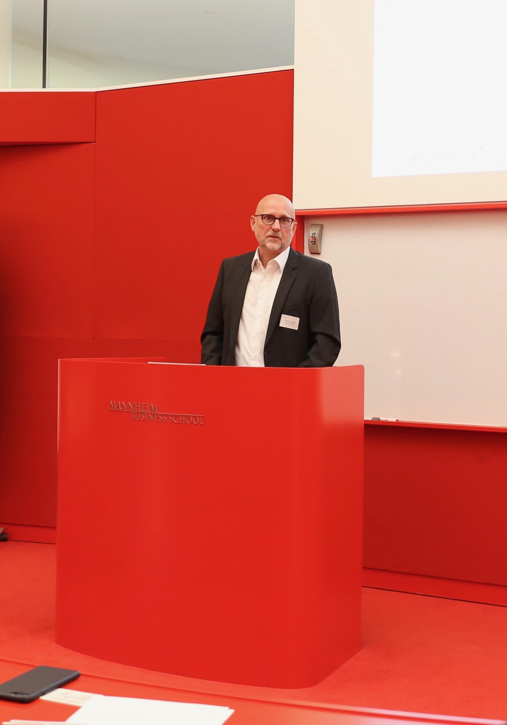 NEXT MANNHEIM Geschäftsführer Christian Sommer spricht bei der Founding Ceremony