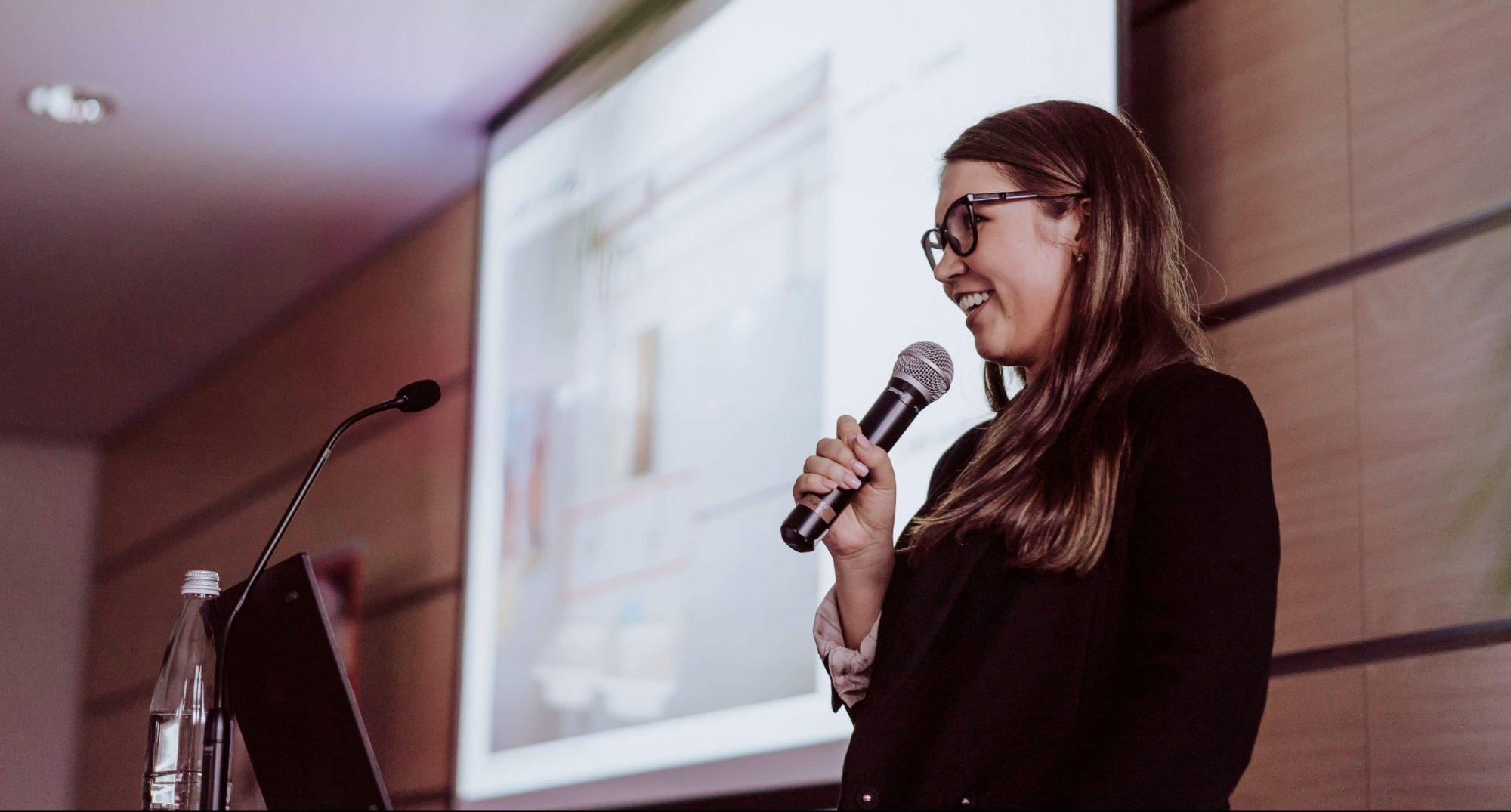 Auf der Bühne der Female's Favour{IT}e Conference 2019. Copyright der Bilder: Hackerstolz e.V. und NEXT MANNHEIM.