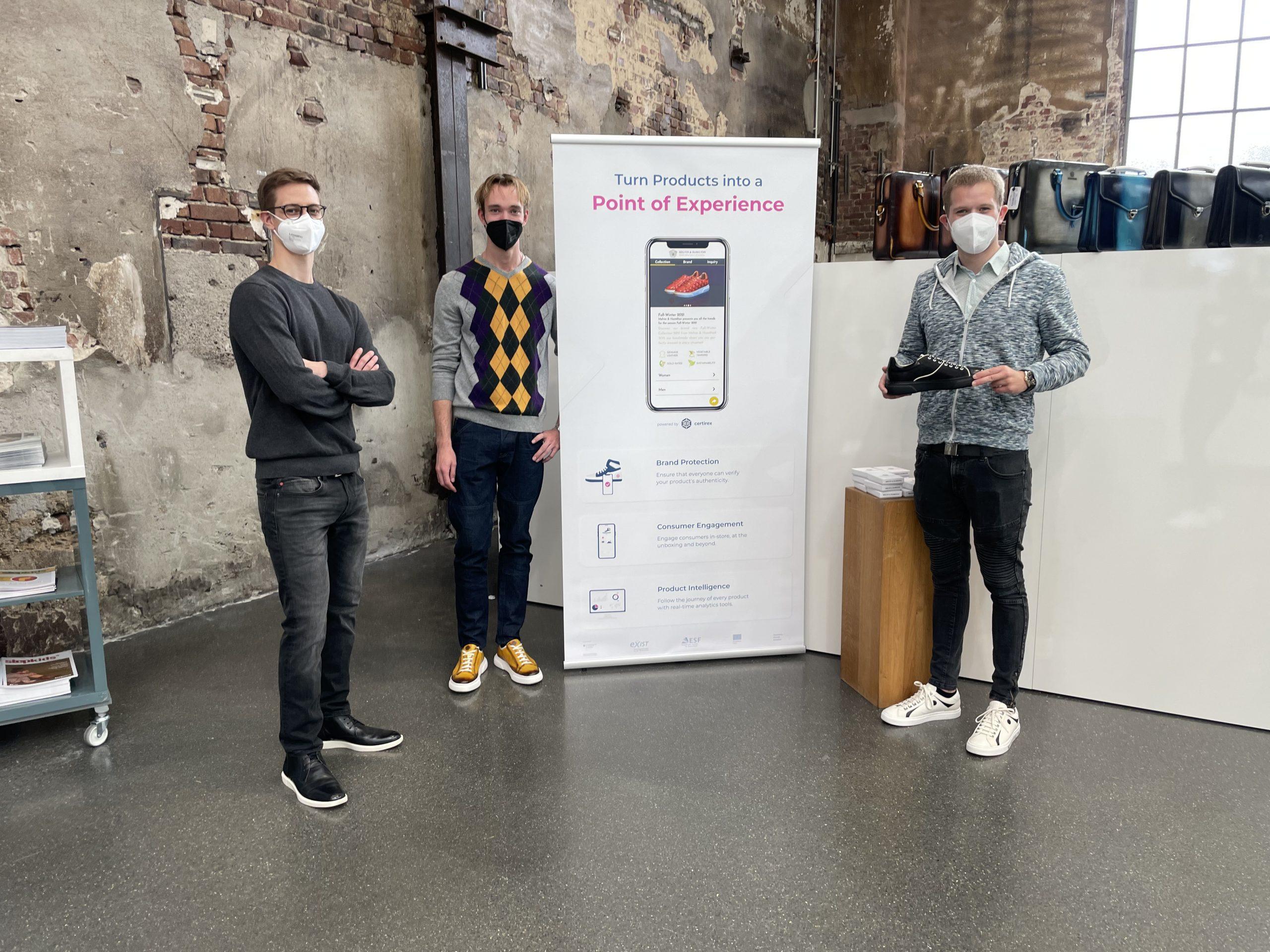 Die Jungs von Certirex Technologies mit ihrem ersten Prototypen.